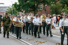 AABENRAA, DINAMARCA - 6 DE JULIO - 2014: Cuerpo de Tambour en un desfile en Foto de archivo