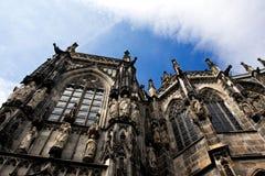 Aachen domkyrka mot en himmel i Tyskland Arkivfoto