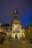 Aachen domkyrka och Domhof på natten Arkivbild