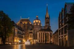 Aachen domkyrka på natten Royaltyfria Foton