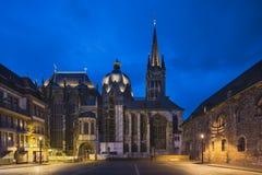 Aachen domkyrka på natten Arkivfoton
