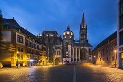 Aachen domkyrka på natten, ledare Arkivfoton