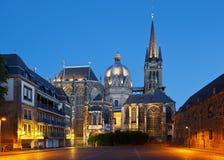Aachen domkyrka på natten, Tyskland Fotografering för Bildbyråer