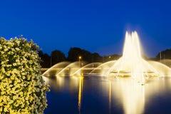 Aachen Europaplatz springbrunn på natten Arkivbilder