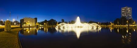 Aachen Europaplatz springbrunn på natten, ledare Arkivfoto