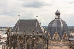 Aachen kaiserdom och cityscape Arkivfoton