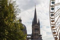 Aachen kaiserdom och cityscape Arkivfoto