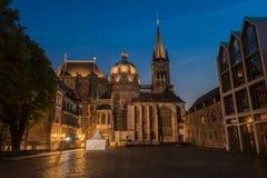 Aachen-Kathedrale an der blauen Stunde Stockbild