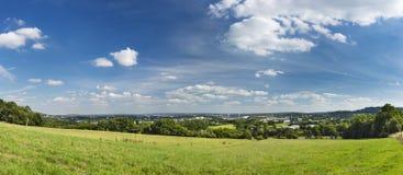 Aachen panorama med djupblå himmel Fotografering för Bildbyråer