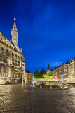 Aachen-Stadt Hall And Fountain At Night, redaktionell Stockbild
