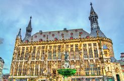 Aachener Rathaus, a câmara municipal de Aix-la-Chapelle, construída no estilo gótico germany Foto de Stock