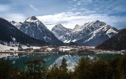 Aachensee und die Alpen Stockfotografie