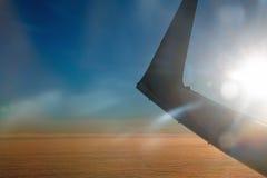 Aaircraft skrzydło przy zmierzchem obrazy royalty free