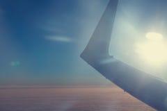 Aaircraft skrzydło przy zmierzchem obrazy stock