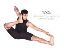 aakarna射手座dhanurasana姿势瑜伽 库存照片