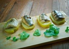 Aal mit Ofenkartoffeln Stockfotos