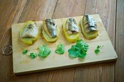 Aal mit Ofenkartoffeln Lizenzfreie Stockfotos