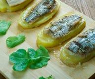 Aal mit Ofenkartoffeln Stockfoto