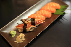 Aal-und Lachse Sushi-Satz Stockfotografie