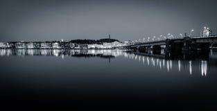 Aalborg cityscape - broaftonljus (klassikern B/W) Arkivbild