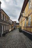 Aalborg Danmark, smala gator Arkivbild