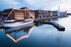 Aalborg-Hafen - Abendlichter, Dänemark Stockfotos