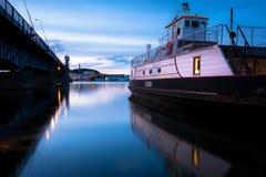 Aalborg-Hafen - gelbes Fenster Stockfotos