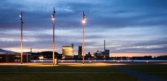 Aalborg hamn - afton i den blåa timmedroppen Royaltyfri Foto