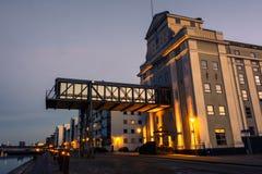 Aalborg hamn - afton i den blåa timmen (II) Arkivfoto
