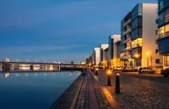 Aalborg hamn - afton i den blåa timmen (III) Royaltyfri Fotografi