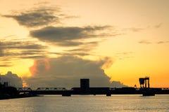 Aalborg-Sonnenuntergang, Dänemark - Hafenansicht Lizenzfreie Stockfotos