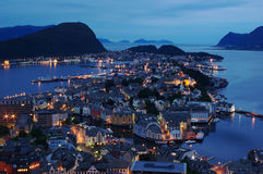 Aalesund la nuit Photos stock