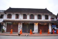Aalmoes die ceremonie in Luang Prabang, Laos geven Royalty-vrije Stock Afbeelding