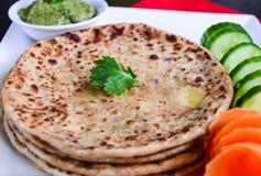 Aaloo Paratha ή γεμισμένο πατάτα Flatbread στοκ φωτογραφία με δικαίωμα ελεύθερης χρήσης