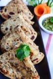 Aaloo Paratha ou Flatbread bourré par pomme de terre Photographie stock libre de droits