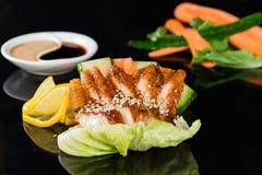 Aalsashimi mit Karotten und Gurke Stockbilder