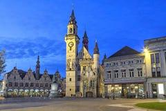 Aalst格罗特Markt广场在晚上 库存照片