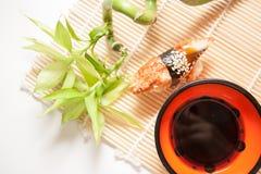 Aalsushi mit Bambus Stockfoto