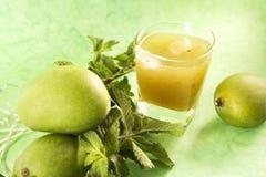Aam潘纳或被盐溶的绿色芒果汁 图库摄影