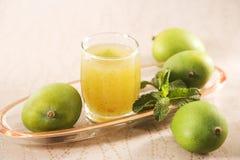 Aam潘纳或被盐溶的绿色芒果汁 免版税图库摄影