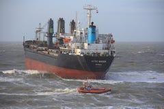 aan σκάφος που προσαράσσουν ολλανδικό wijk zee Στοκ Φωτογραφία
