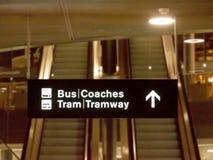 Aan de bussen en het tramspoor - bij de luchthaven royalty-vrije stock foto
