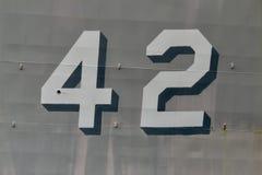 ` 42 ` aan de kant van een oud Marineschip vector illustratie