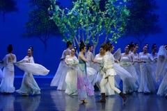Aan de ontmoeting-eerste handeling: de van de het drama` Zijde van de moerbeiboom tuin-epische dans Prinses ` stock foto's
