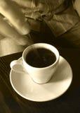 Aan het stiring van hete koffie Royalty-vrije Stock Afbeelding