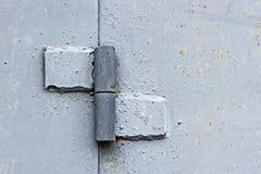 Aan staalplaten die wordt gelast en geschilderde metaalscharnier stock foto's