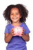 Aanbiddelijk Afrikaans meisje met piggy-bank Royalty-vrije Stock Fotografie