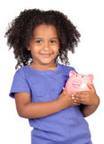 Aanbiddelijk Afrikaans meisje met piggy-bank Stock Afbeelding