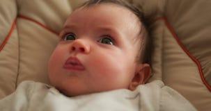 Aanbiddelijk babymeisje stock video
