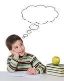 Aanbiddelijk kind dat in de school denkt Royalty-vrije Stock Afbeelding